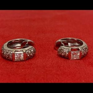 Lady's Huggie Diamond Earings in 18K G